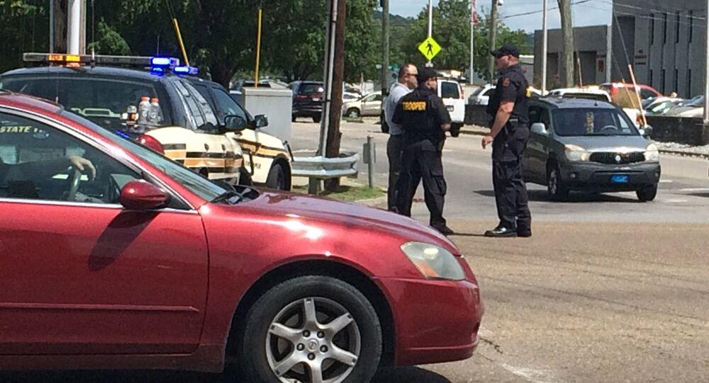 Polícia bloqueia ruas próximas aos locais dos ataques em Chattanooga