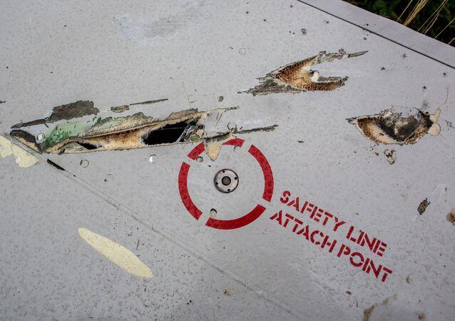 Possíveis sinais de estilhaços de um míssil nos destroços do MH17