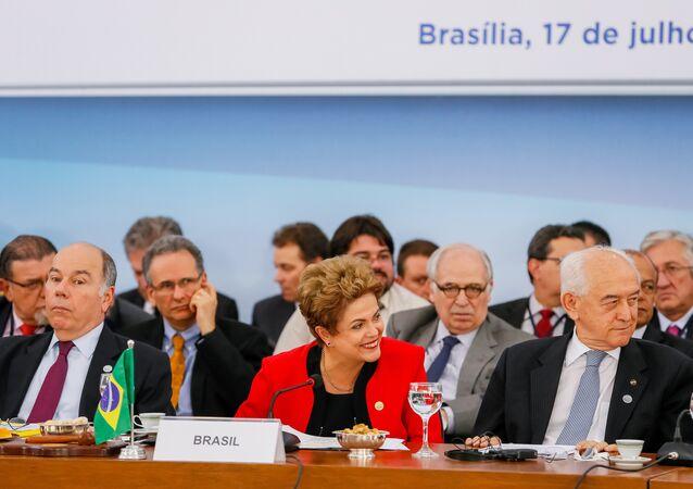 Presidenta Dilma Rousseff participa de sessão plenária e cerimônia de transmissão da Presidência Pro Tempore do Mercosul à República do Paraguai durante 48ª Cúpula do Mercosul no Palácio do Itamaraty.