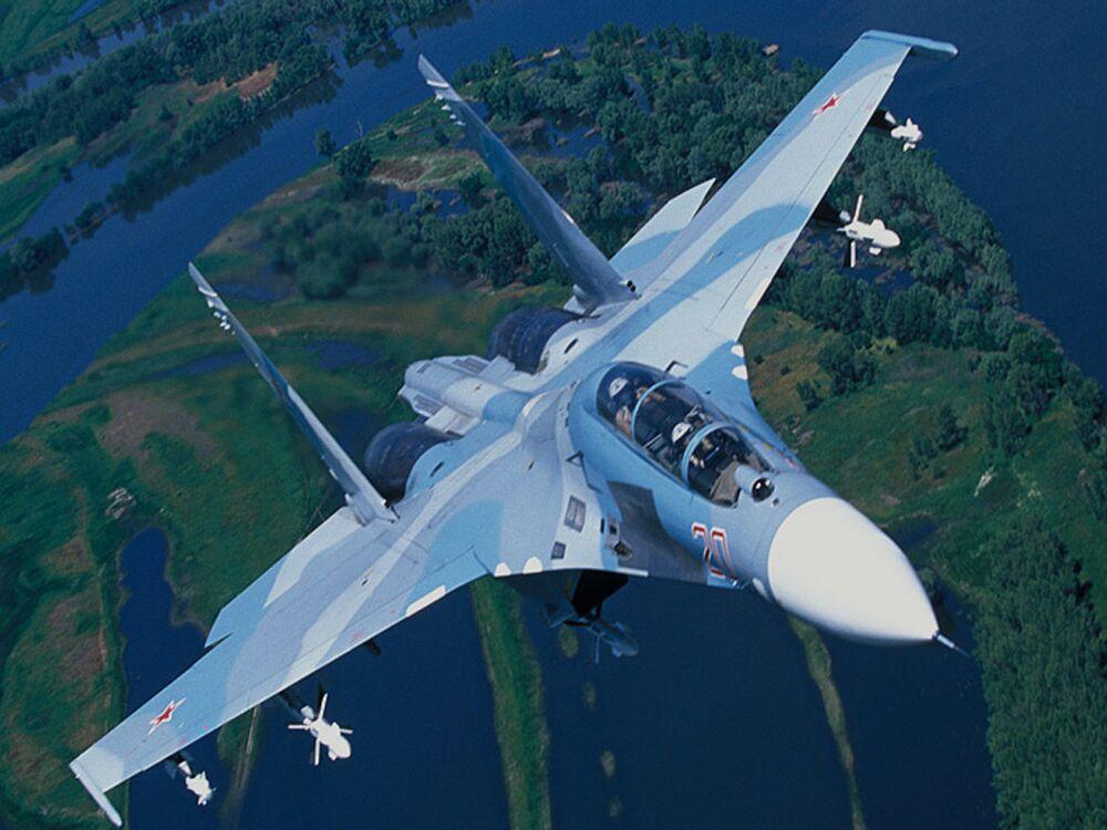 Caça de combate e treino Su-27UBK