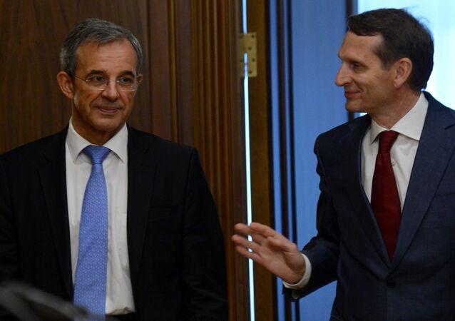 O deputado francês Thierry Mariani em encontro com o presidente da Duma de Estado da Rússia, Sergei Naryshkin, em Moscou