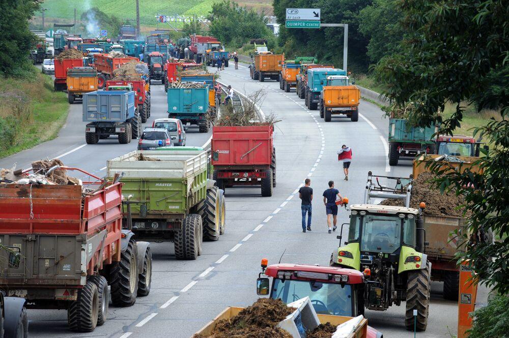Agricultores interditam estrada na França