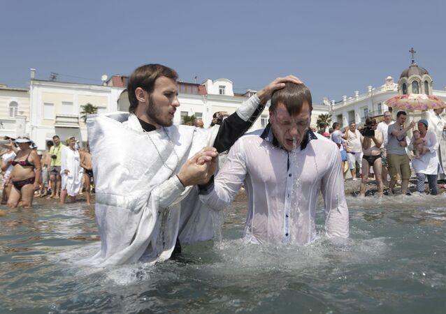 Fiéis comemoram Dia de Batismo da Rússia em Yalta