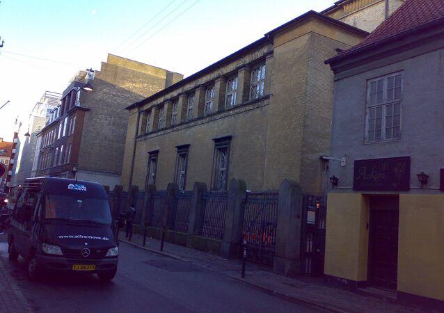 Fachada da sinagoga no centro de Copenhague