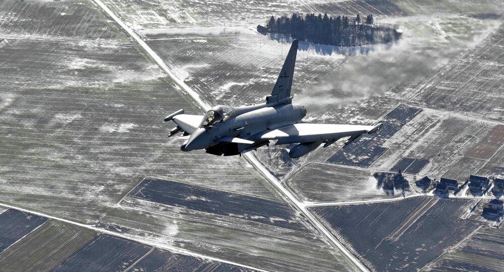 Caça Eurofighter Typhoon patrulha região do Báltico durante uma das missões da OTAN - 10 de fevereiro 2015