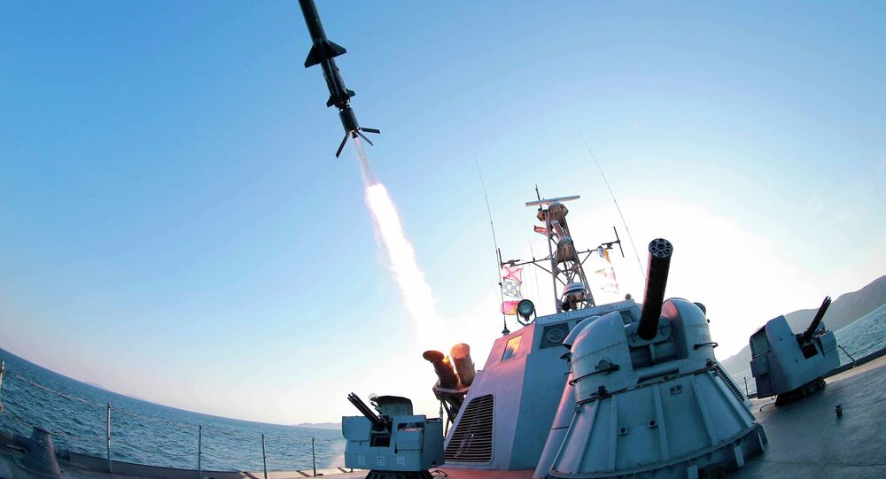 Lançamento do míssil norte-coreano durante o treinamento militar