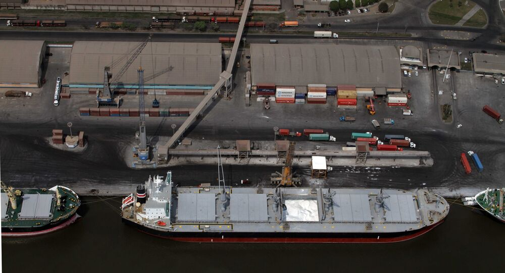Porto de Paranaguá, principal ponto de saída dos produtos agrícolas brasileiros