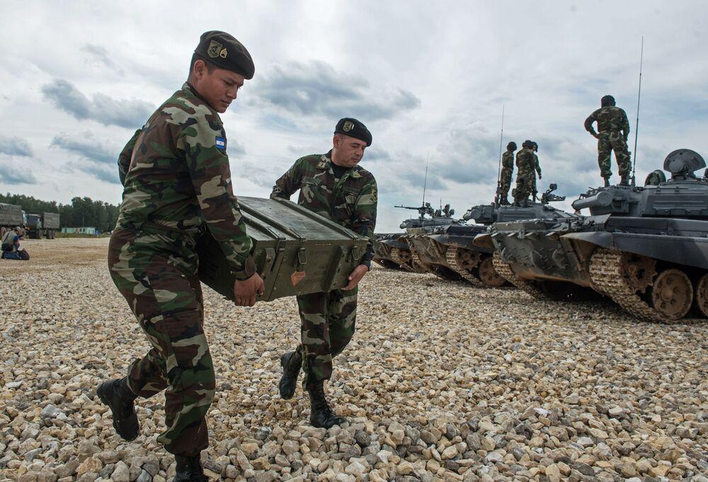 Militares das Forças Armadas da Nicarágua prepara-se para as competições.