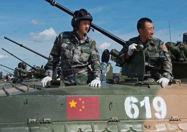 Militares das Forças Armadas da China no polígono de Alabino na região de Moscou, preparando-se para os Jogos Internacionais de Exército 2015 (imagem de arquivo)