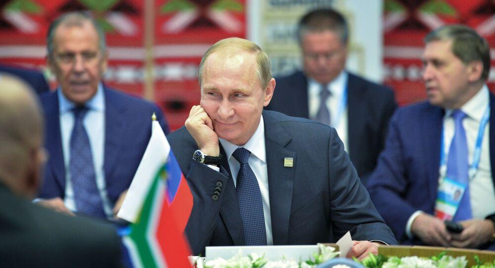 Presidente da Federação da Rússia, Vladimir Putin, durante encontro em formato reduzido com os líderes do BRICS em Ufa, Rússia, em 2015