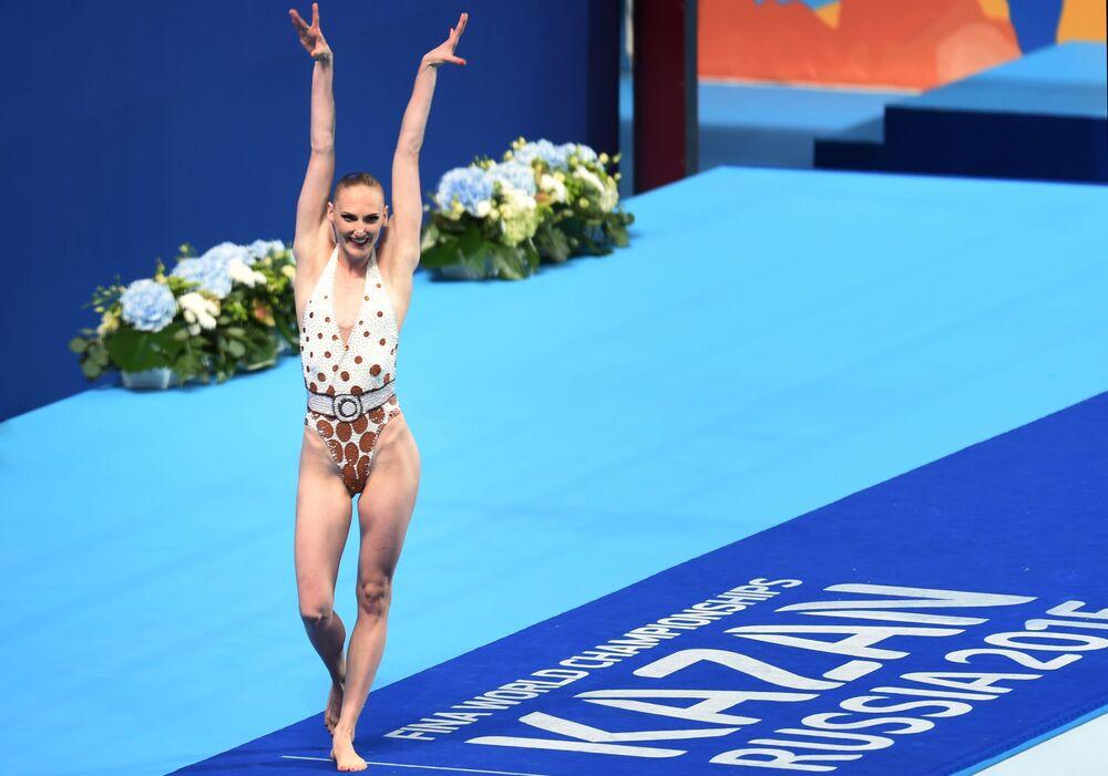Svetlana Romashina apresenta programa técnico durante competições de nado sincronizado do Campeonato Mundial de Esportes Aquáticos FINA 2015
