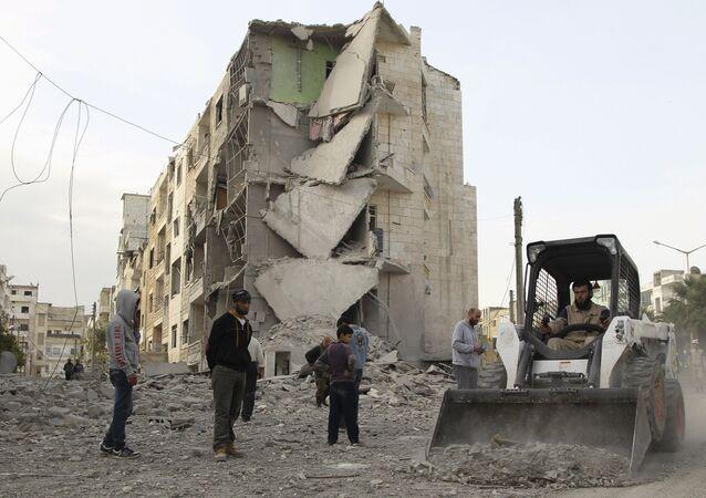 Destroços na província síria de Idlib, uma das mais afetadas pelos conflitos civis no país