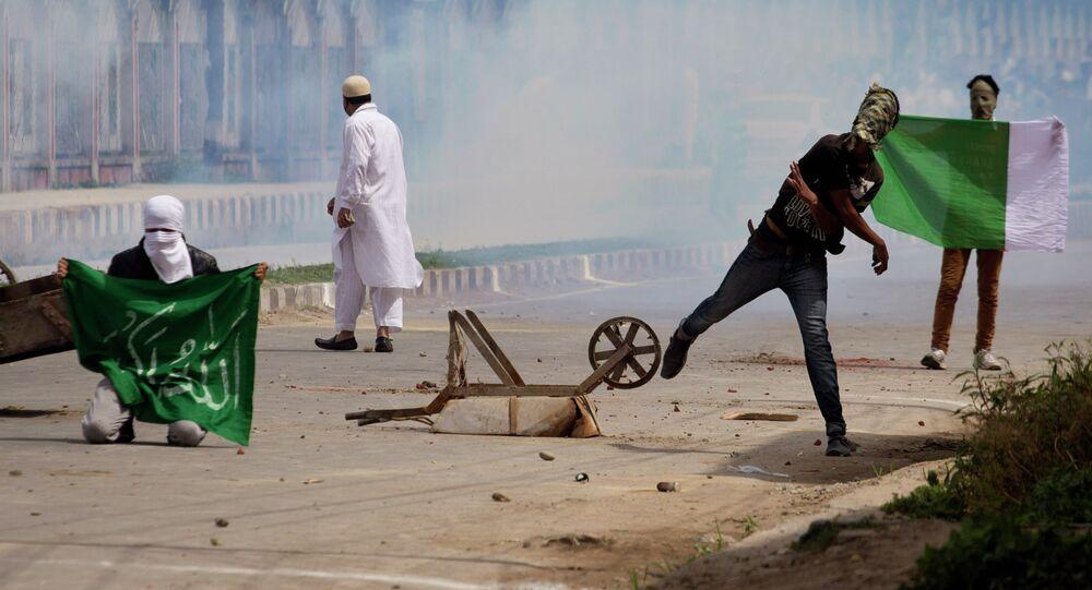 Caxemira. Manifestantes paquistaneses entrarem em conflito com a guarda de fronteira da Índia em meados do mês de julho, em Srinagar