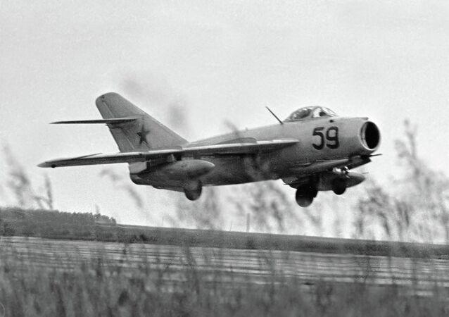 MiG-17 Fresco na decolagem