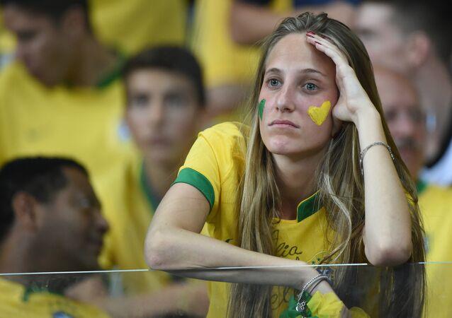 Torcedora brasileira durante a semifinal da Copa do Mundo de 2014, no Mineirão