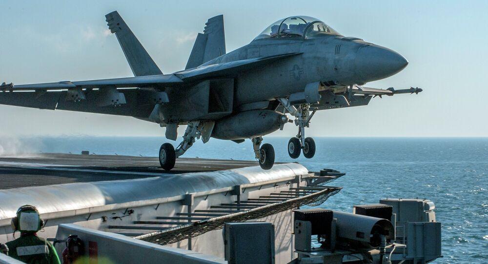 Avião da coalizão internacional liderada pelos EUA
