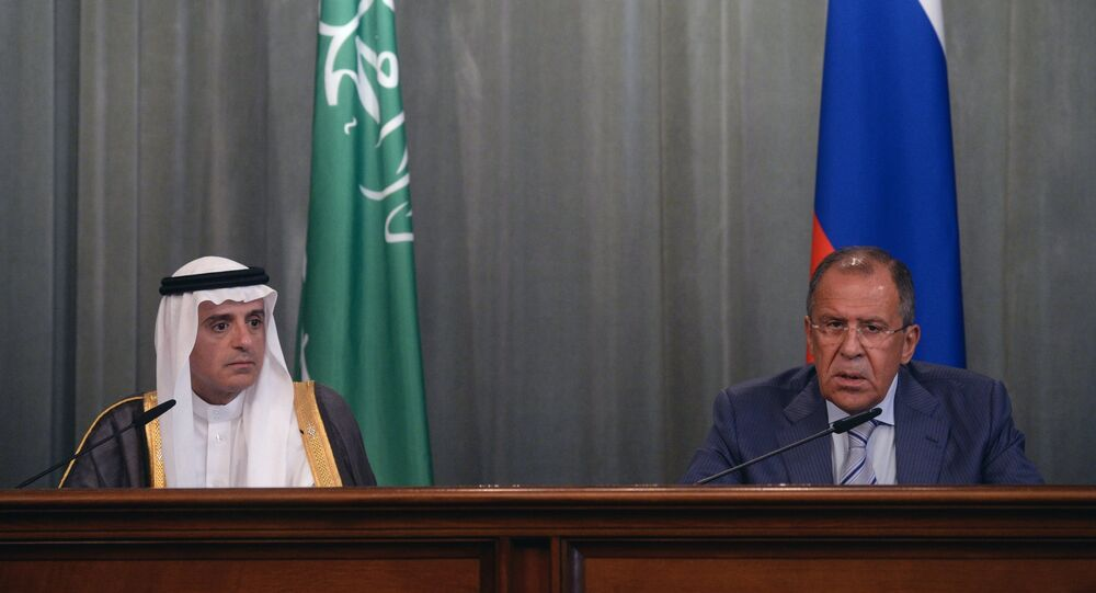 Chanceleres da Rússia e da Arábia Saudita, Sergei Lavrov (direita) e Adel al-Jubeir (esquerda)