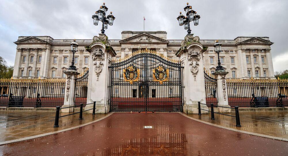 O Palácio de Buckingham, residência oficial da família real britânica