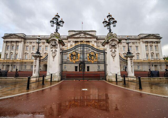 O Palácio de Buckingham, residência oficial da monarquia britânica, em Westminster