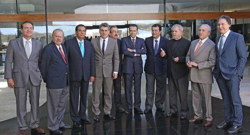 Vice Michel Temer reúne-se com senadores do PMDB e Lula para café da manhã