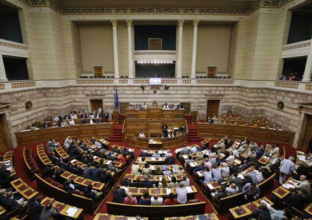 Parlamento grego durante aprovação do pacote de medidas para o terceiro resgate internacional.