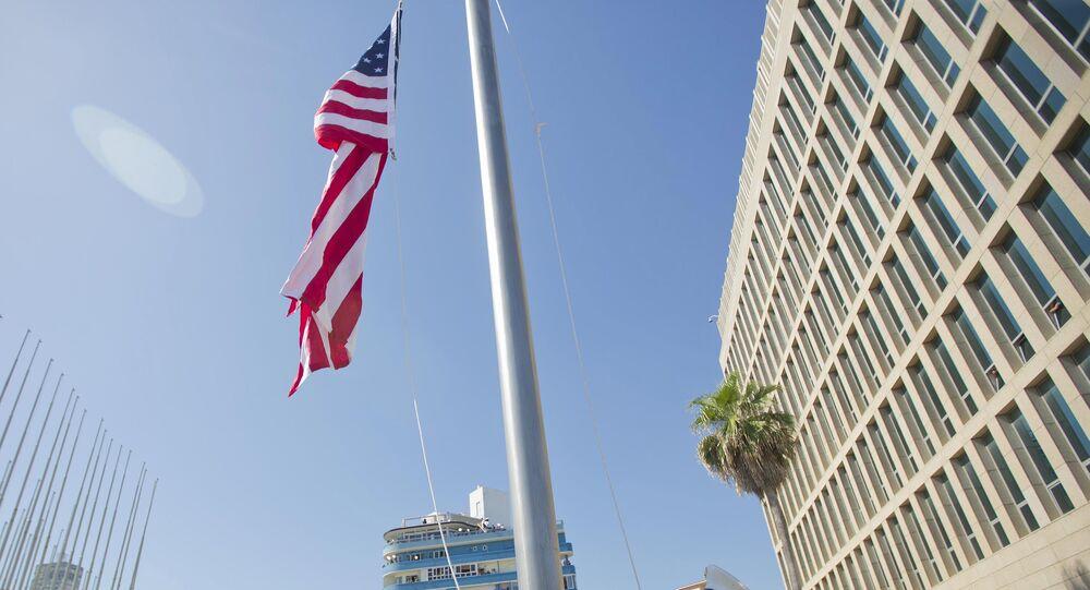 Cerimônia de hasteamento da bandeira dos Estados Unidos em Havana, em 14 de agosto de 2015