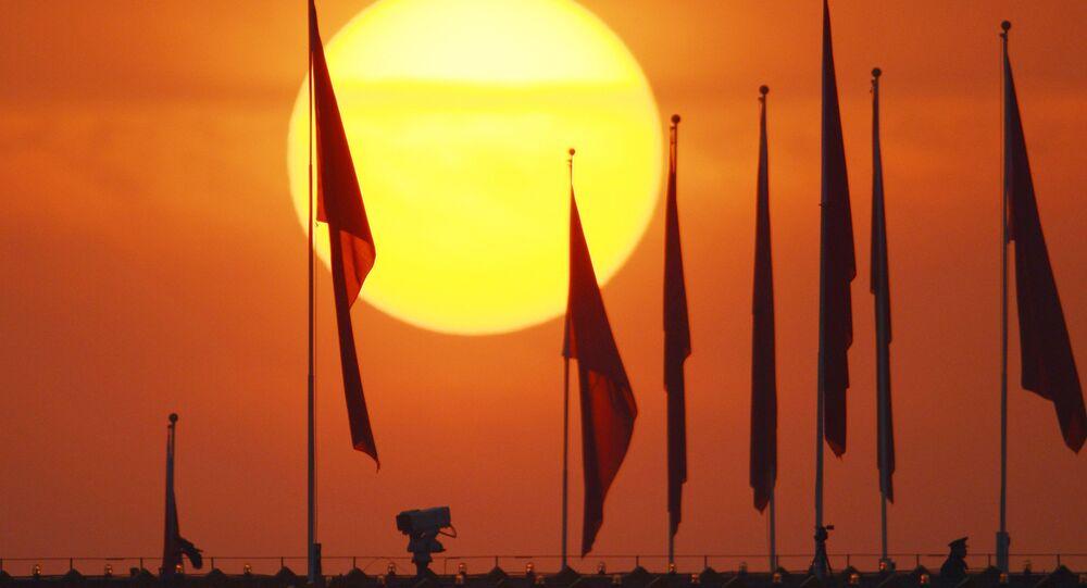 A praça da Paz Celestial (Tiananmen), em Pequim, é a principal praça da China e a terceira maior praça no mundo.