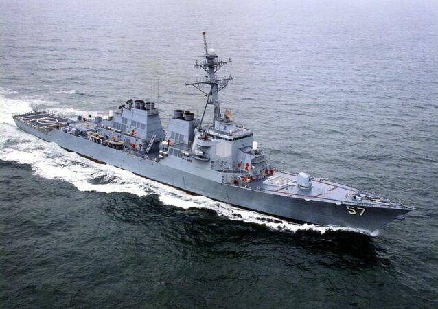 Esta foto de arquivo mostra um dos primeiros navios da Marinha dos EUA equipada com o sistema Aegis