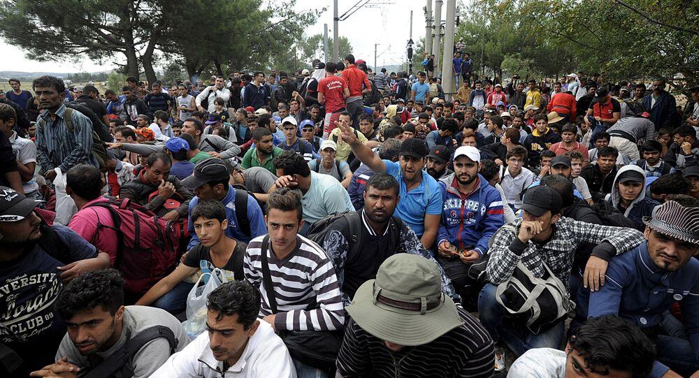 Imigrantes na fronteira entre Grécia e Macedônia