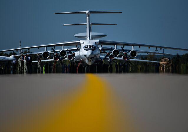 Uma aeronave Ilyushin Il -76 durante o ensaio final da abertura do MAKS 2015.