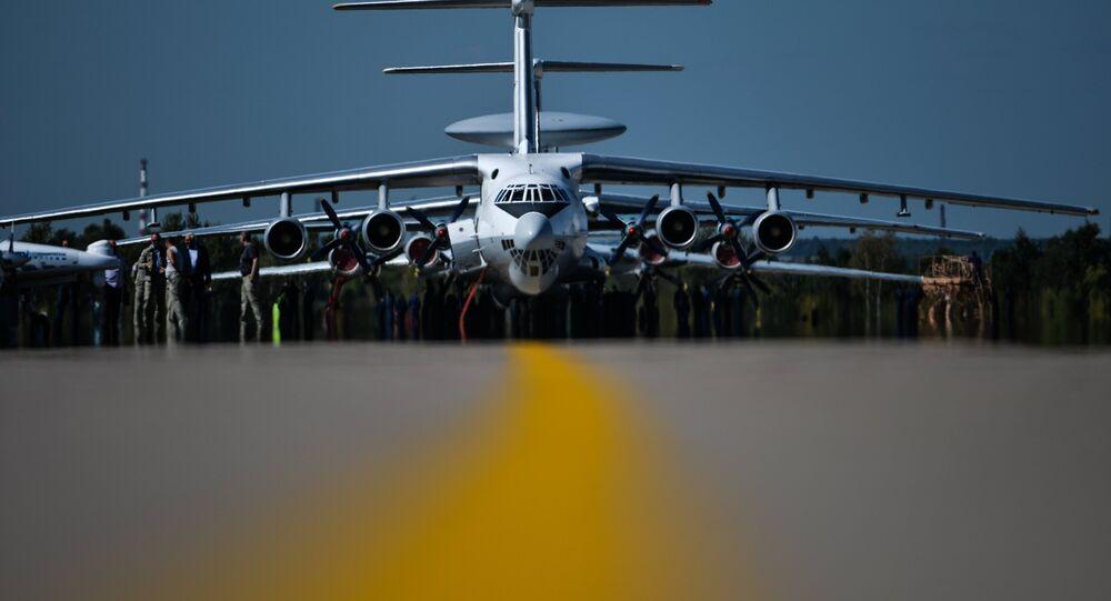 Uma aeronave Ilyushin Il -76 durante o ensaio final da abertura do MAKS 2015