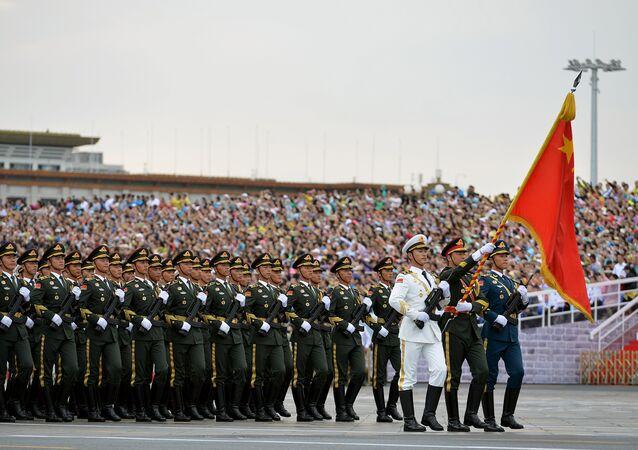 Soldados do exército chinês durante o ensaio para a parada militar em Pequim