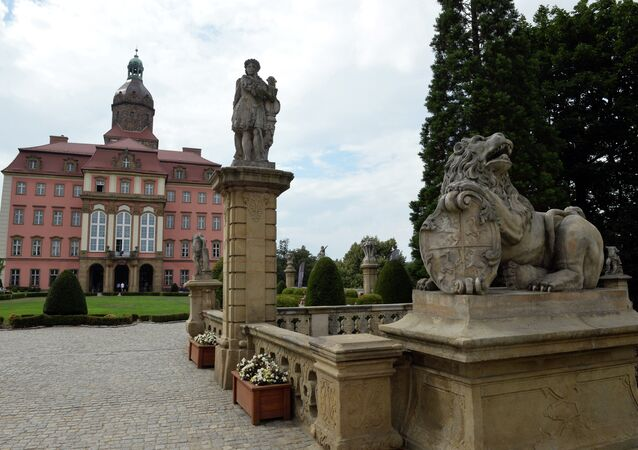 O castelo de Ksiaz, sob o qual o trem de ouro nazista supostamente estava escondido em Walbrzych, Polônia.