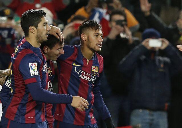 Lionel Messi, Luís Suárez (E) e Neymar (D)