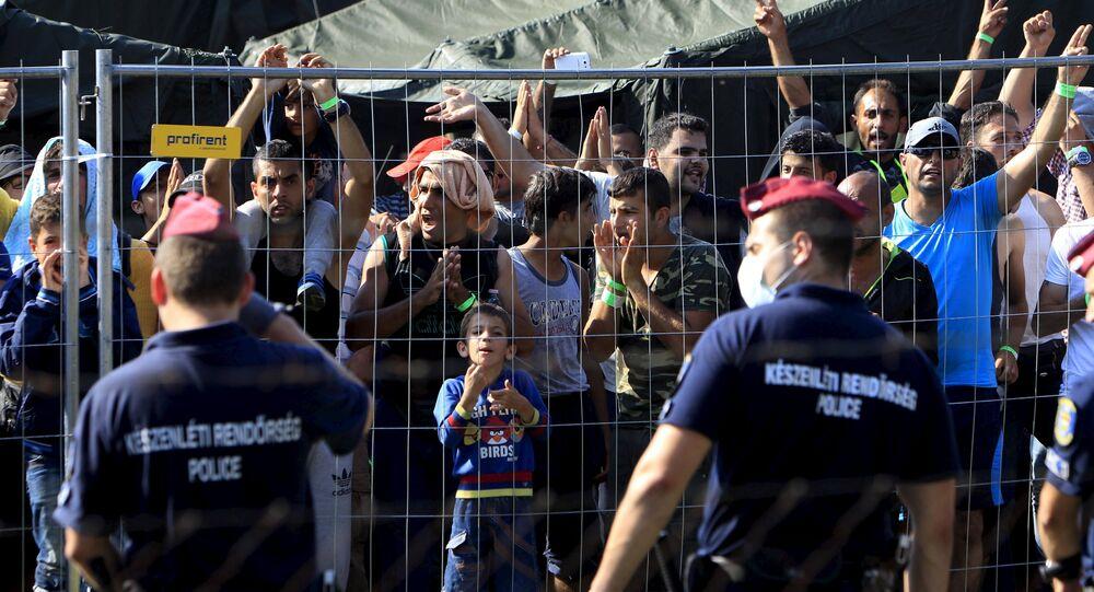 Refugiados em centro de recepção para imigrantes em Roszke, na Hungria, em 4 de setembro de 2015