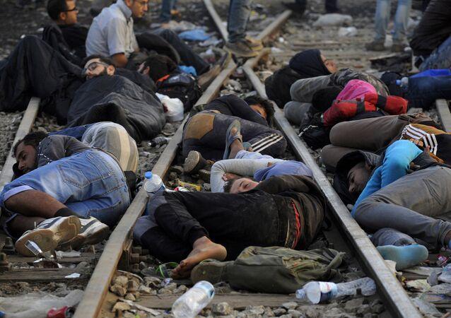 Refugiados e migrantes estão dormindo perto da fronteira entre a Grécia e Macedônia, 6 de setembro de 2015