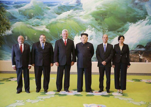 Kim Jong-un recebeu uma delegação cubana em Pyongyang.