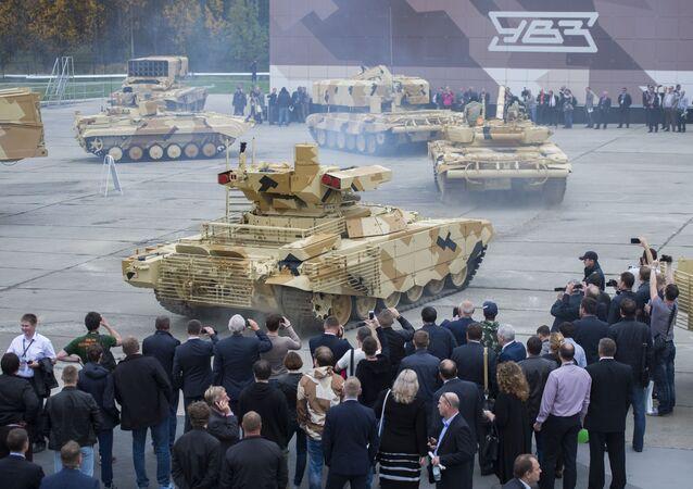 Participantes da exposição internacional de equipamento militar Russia Arms Expo