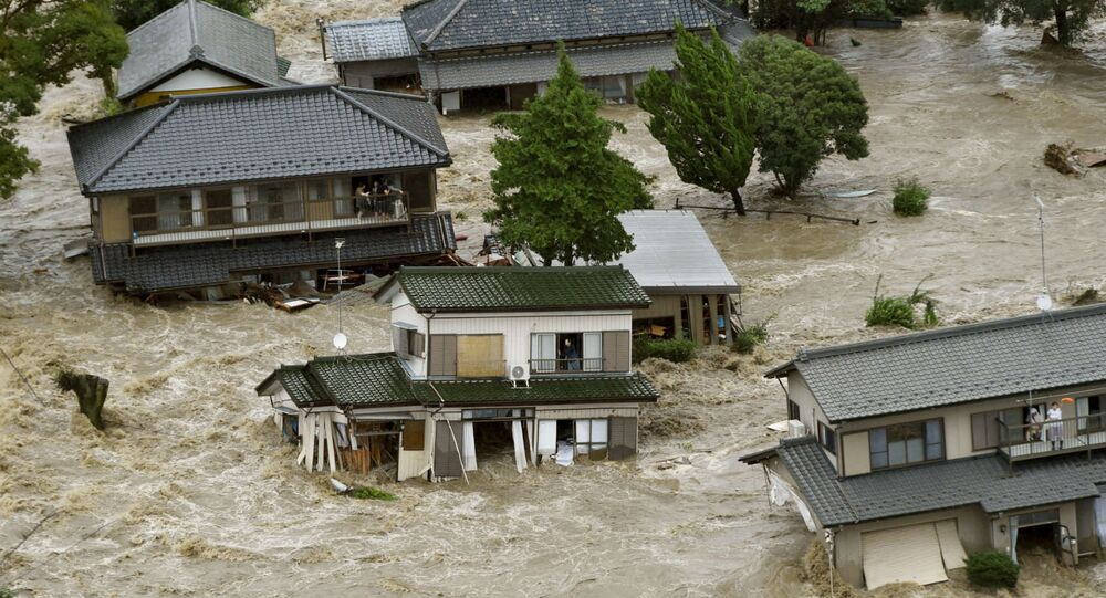 Destruição provocada no Japão por tempestade tropical Etau (arquivo)