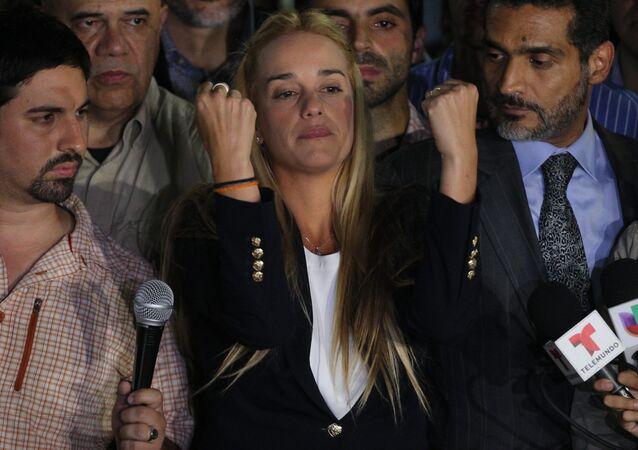 Lilian Tintori, esposa de Leopoldo López, durante comício no município de Chacao, em 10 de setembro