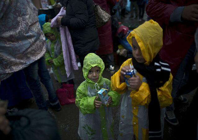Crianças sírias refugiadas na Hungria.