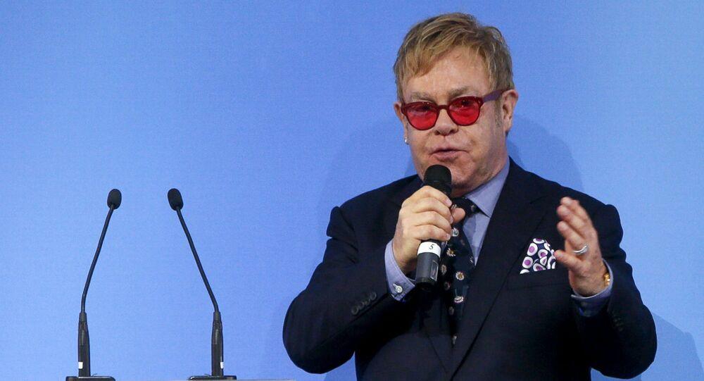 Cantor britânico Elton John em Kiev, Ucrânia, 12 de setembro de 2015