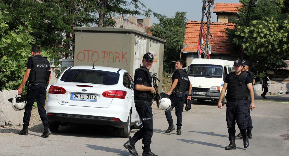 Segundo o porta-voz da presidência da Turquia, Ibrahim Kalyn, cerca de 500 pessoas foram detidas e 165 foram presas sob a acusação de laços com o Estado Islâmico