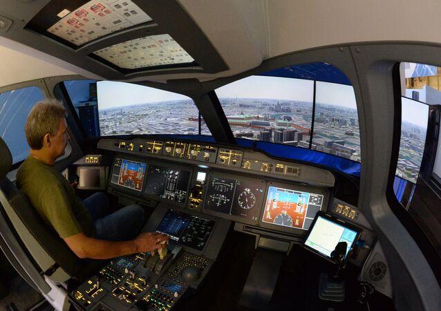 Equipamento de treinamento do avião MS-21 da Irkut durante o Show aéreo de Le Bourget 2015, em Paris
