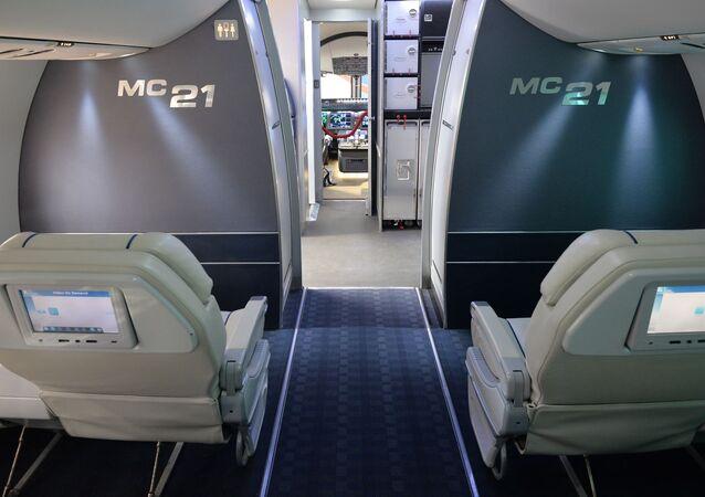 Dentro do avião MS-21 Irkut.