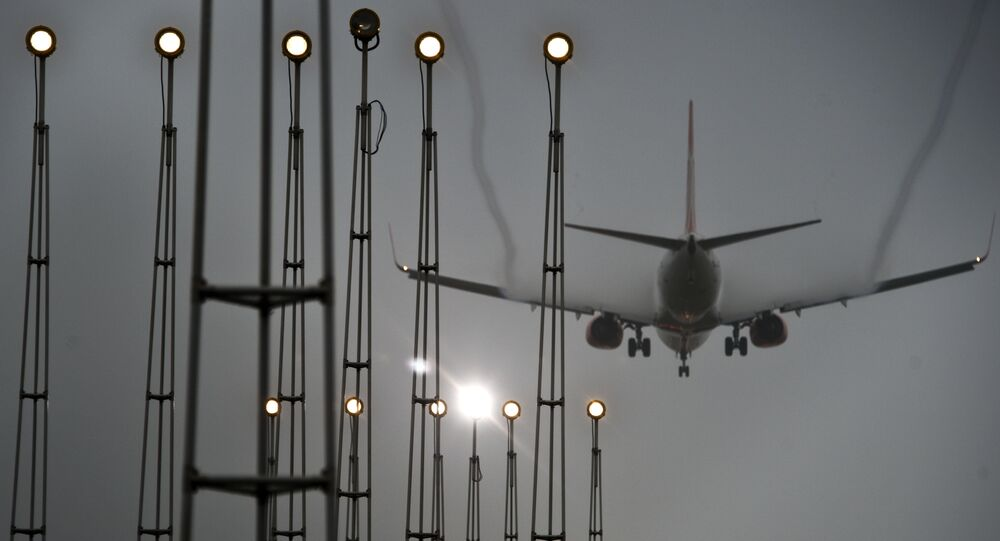 Um avião pousa no aeroporto internacional de São Paulo Governador Andre Franco Montoro, em Guarulhos, estado de São Paulo (Brasil)