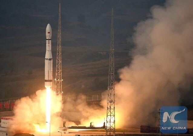 China lança o foguete Longa Marcha 6