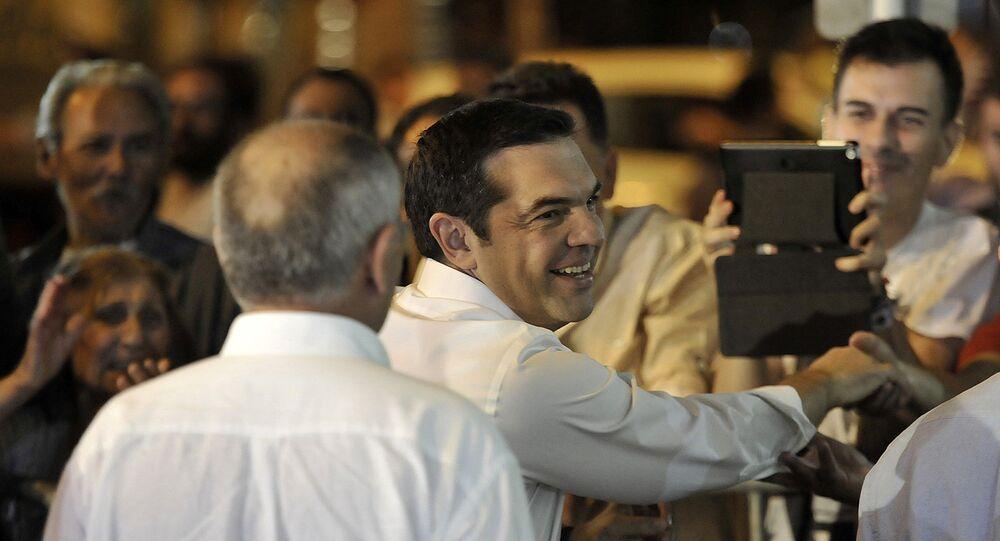 Alexis Tsipras comemorou com eleitores a vitória de seu partido, o Syriza, nas eleições gregas.