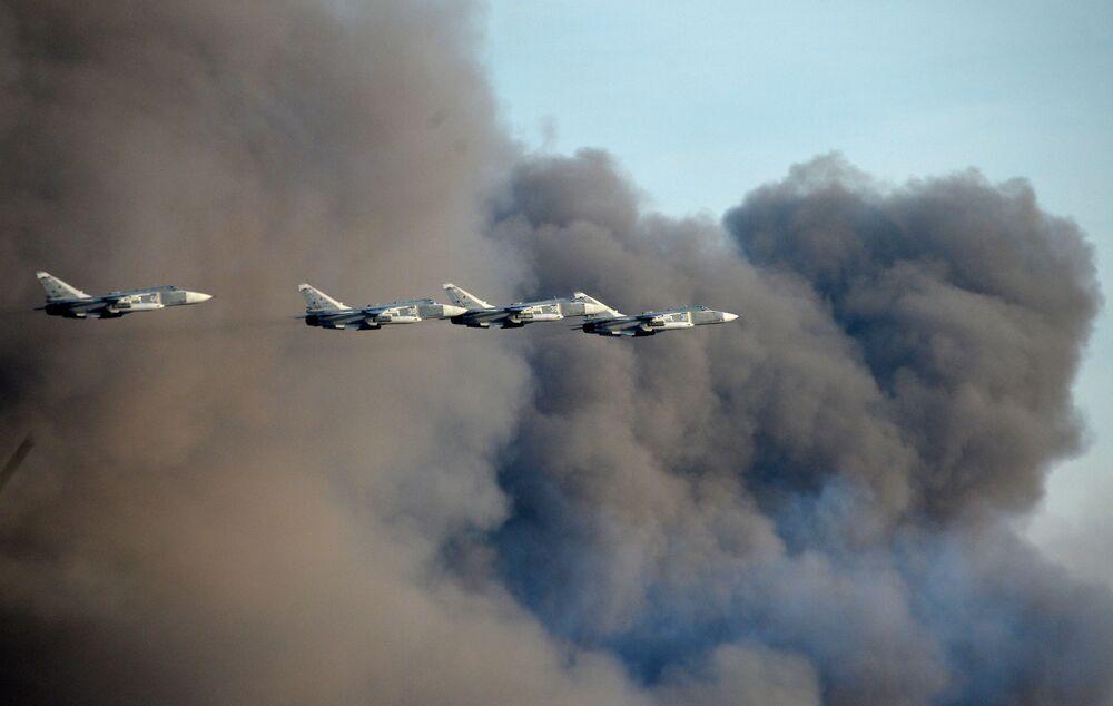 Os aviões das Forças Aéreas russas durante os exercícios Centro-2015.
