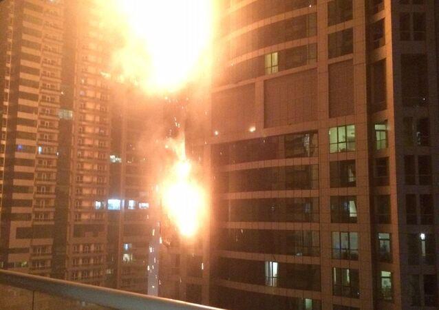 Incêndio na torre Marina Torch em Dubai